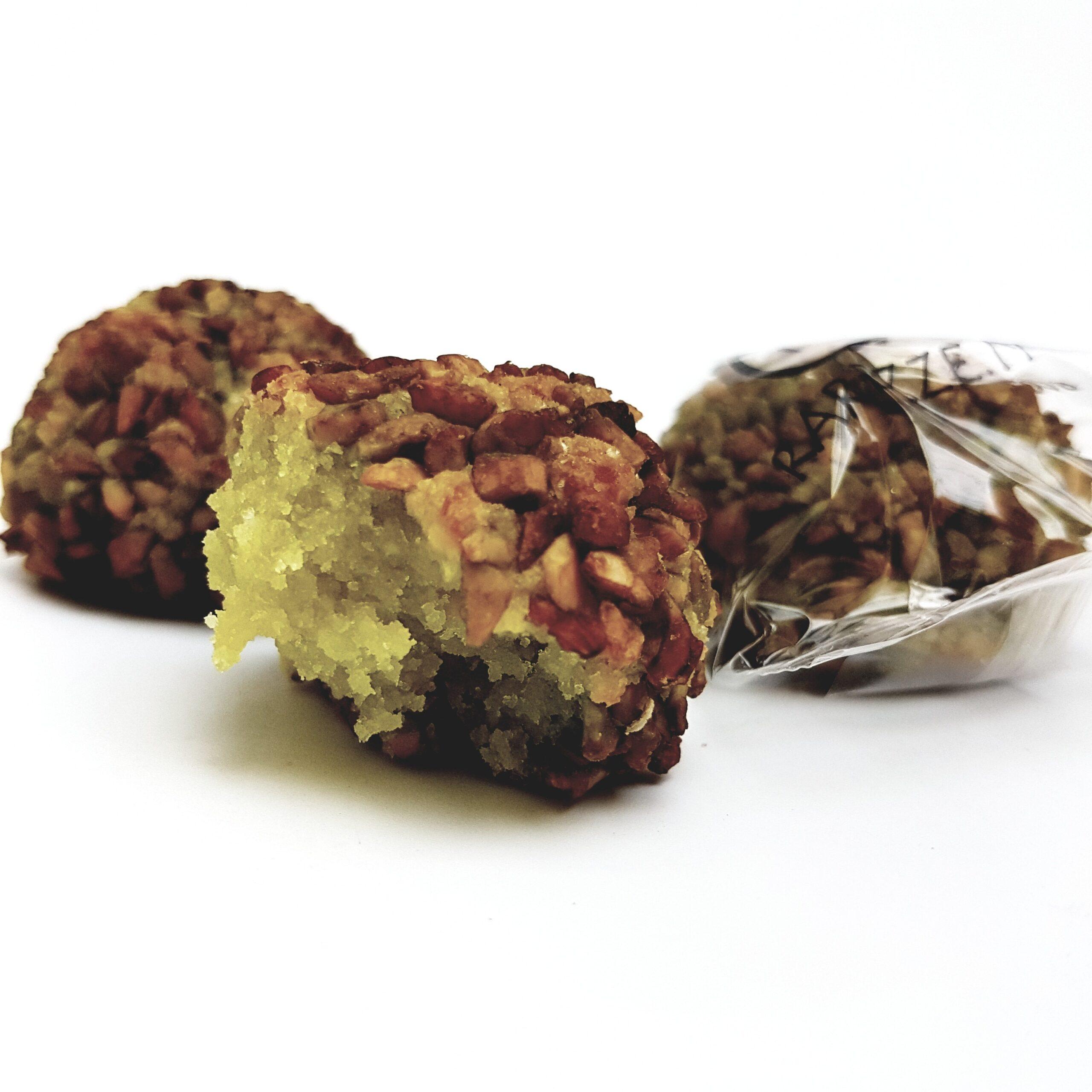 Paste di mandorla con granella di pistacchio di Bronte